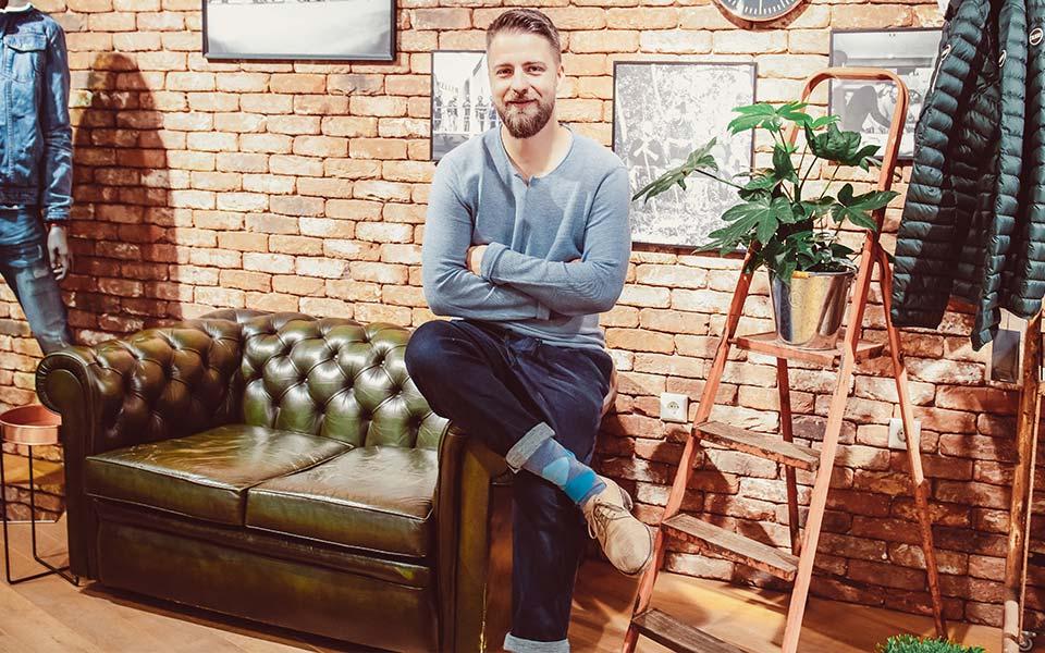 Verkäufer von Modehaus Keller-Warth im Ladengeschäft