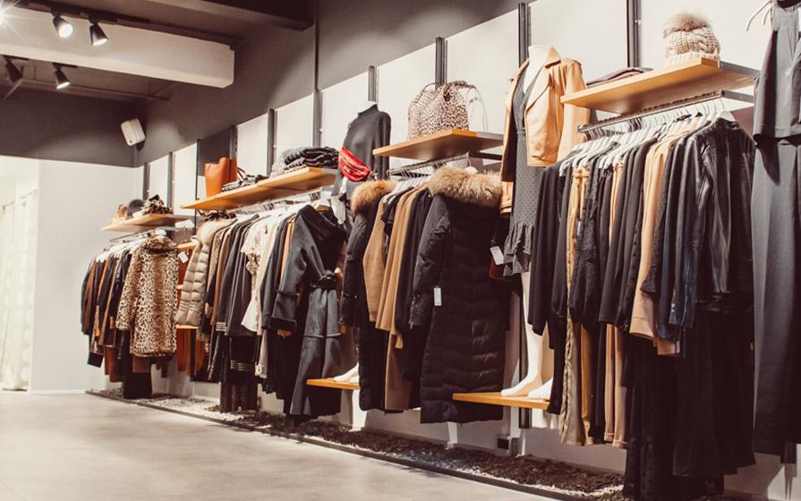 Winter- und Herbstkleidung für Damen im Warth Store am Kesselplatz im Biberach