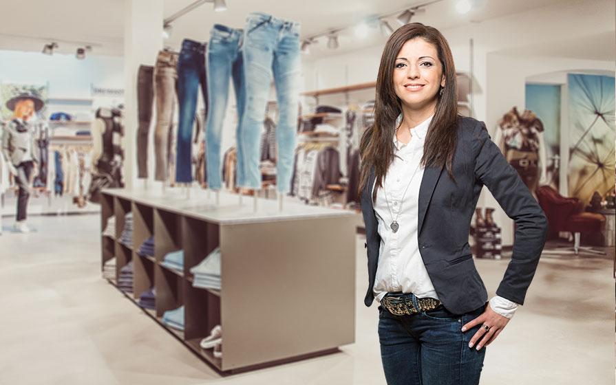 Verkäuferin im Warth Blu Store in Ravensburg