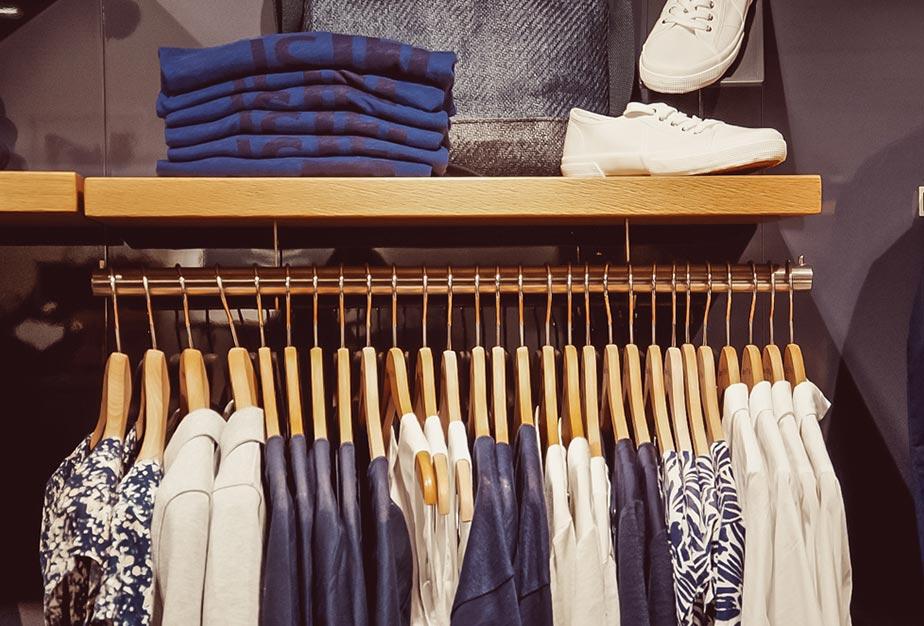 Blaue und weiße Damenkleidung von Marc O'Polo