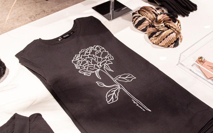 Top mit Blumenprint im Hallhuber Storein Biberach