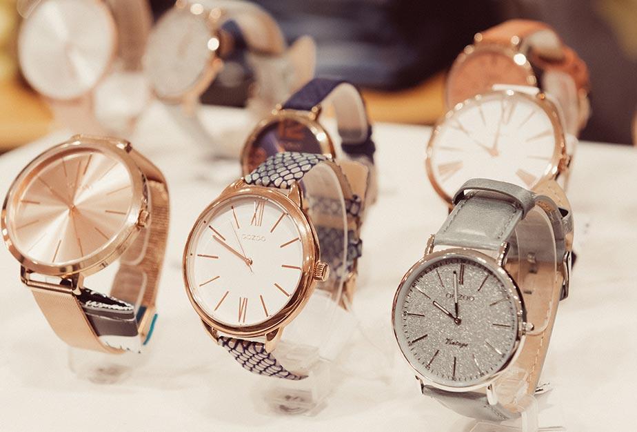 Uhren ausgestellt im Trendstore in Riedlingen