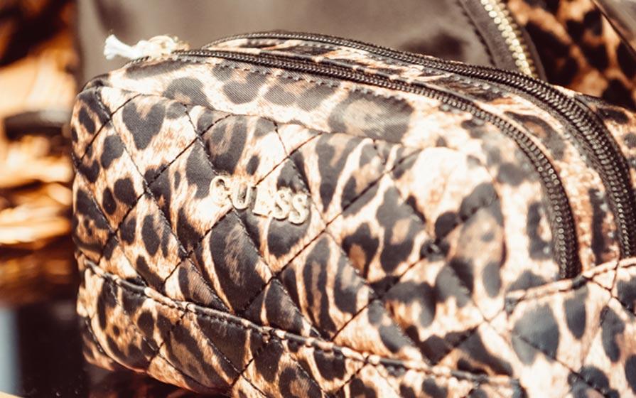 Tasche im Leoprint im Warth Blu Store in Laupheim