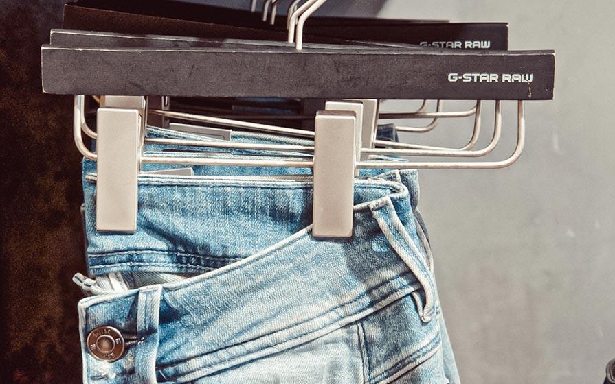 Helle Jeans von G-Star im Warth Blu Store in Biberach