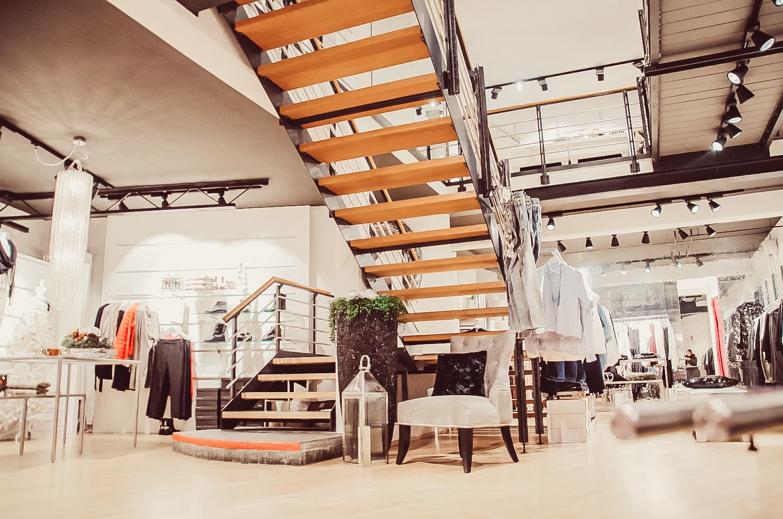 Treppenbereich des Stores von Modehaus Keller-Warth am Kesselplatz in Biberach