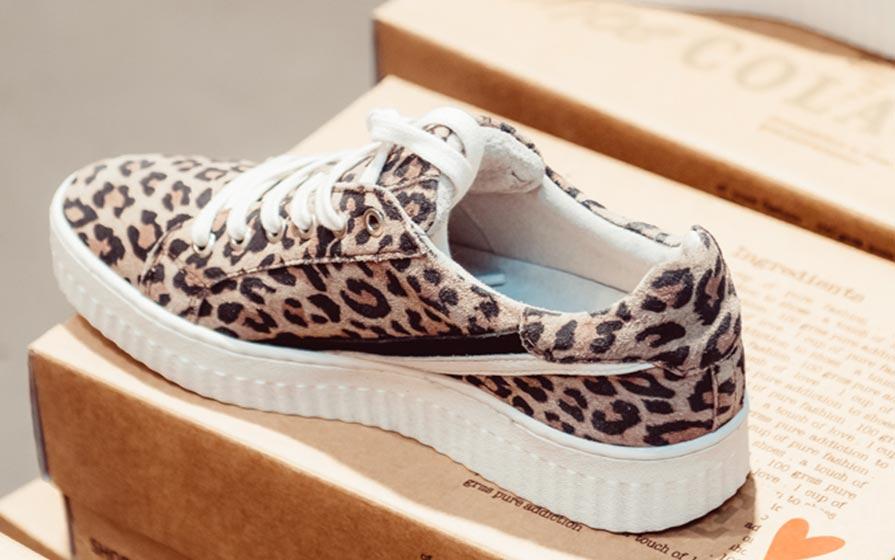 Sneaker mit Leoprint im Warth blu Store in Laupheim