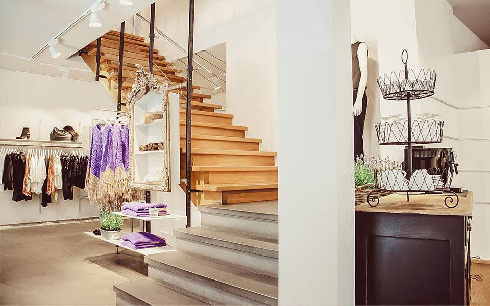 Treppenaufgang im Warth Woman Store in Ravensburg