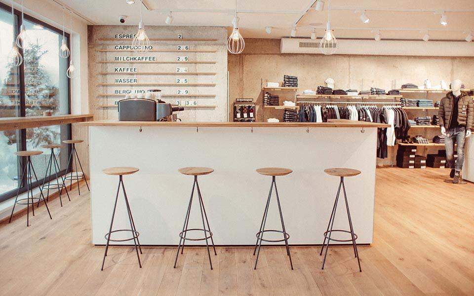 Cafébar im Warth-1160-Store im Oberjoch